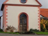 B alte T├╝r an der Kapelle