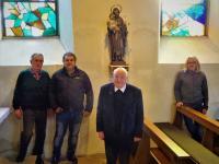 von links Berthold und Hubertus Warmuth, Pfarrer Manfred Hauck, Leo G├Âbel